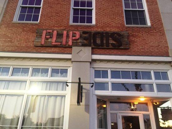 Hudson, OH: Flip Side Front Entrance