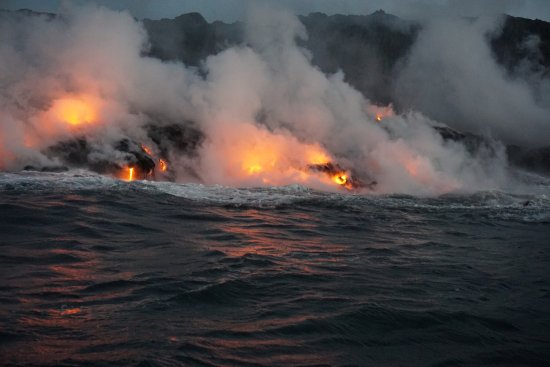 Pahoa, Hawaï: Amazing views of the lava flowing into the ocean