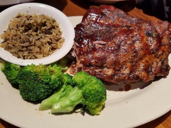 ลอเรล, แมรี่แลนด์: Full rack of rib dinner, wild rice, steamed broccoli