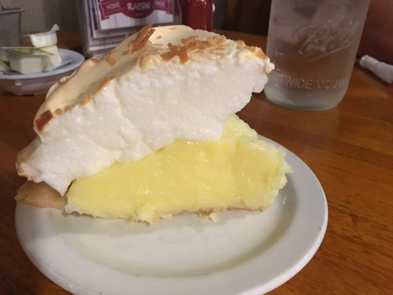Dyersville, IA: Coconut Cream Pie tasting like coconut extract gelatin