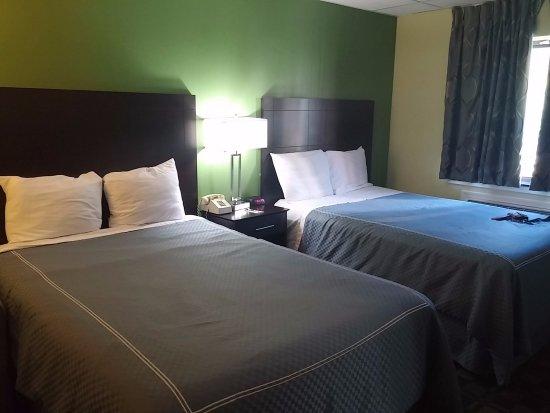 Lakewood, OH: Double Queen Room
