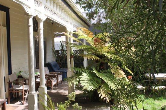 Opotiki, New Zealand: sunny garden deck