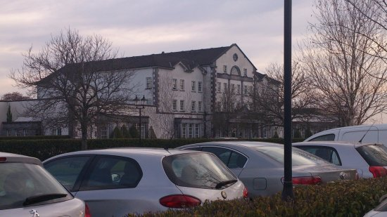 Ballyconnell, Irlande : The hotel on a warm Spring evening in April 2014.