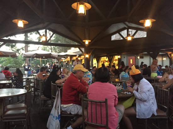Hungry Bear Restaurant: Lots of seating