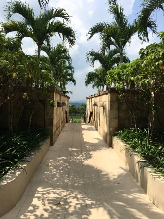 Amanjiwo Resorts: Borobudur greets you at the Amanjiwo