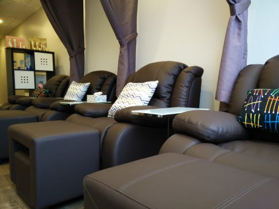 Merveilleux Sole Chill Studio: Foot Massage Chairs