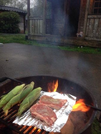 Ilwaco, WA: Steak n' corn on da cawb at Cabin 1.