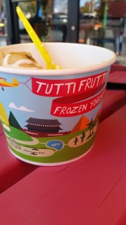 Lakeport, Californië: Tutti Frutti Frozen Yogurt