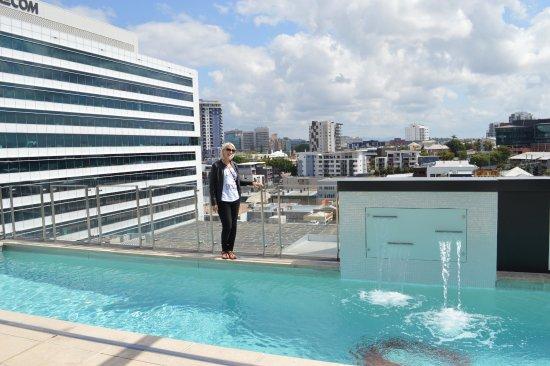 إمبوريوم هوتل: Rooftop pool