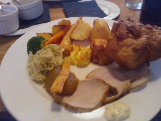 Тинмут, UK: Roast pork dinner