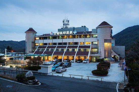 Dukgu Oncheon Resort Hotel: 호텔 밤사진