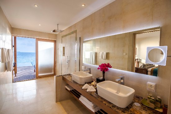 Lhaviyani Atoll: Hurawalhi Ocean Pool Villa Bathroom Interior