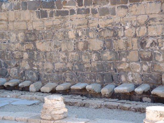 Beit She'an, Israel: שרותים ציבוריים
