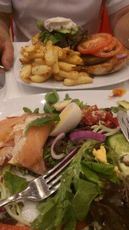 Mount Gravatt, Austrália: Moroccan Lamb Burger and Garden Salad with smoked salmon