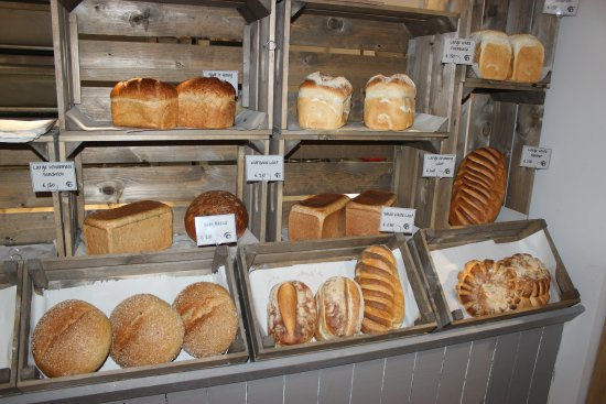 Cranbrook, UK: Fresh bread is baked every day