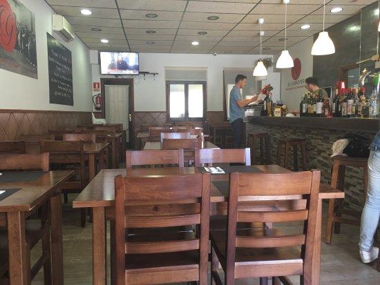 Pallejà, España: Sentirte a gusto, comer bien y una sonrisa. Eso te ofrecemos en El Garrofer