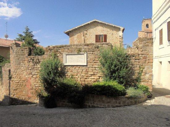 Monumento di Alberico Gentili
