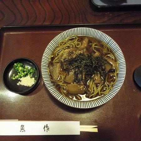 """Hadano, Japón: メニューにはこの様な簡単なお蕎麦も有ります。これは、""""あしながきのこ蕎麦""""です。"""
