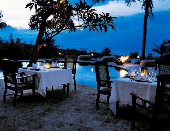 The Damai: Pool side dining