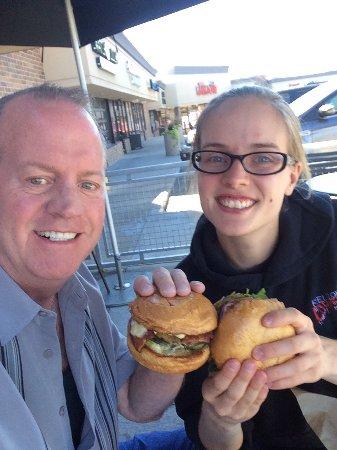 Arvada, Колорадо: Lark Burger