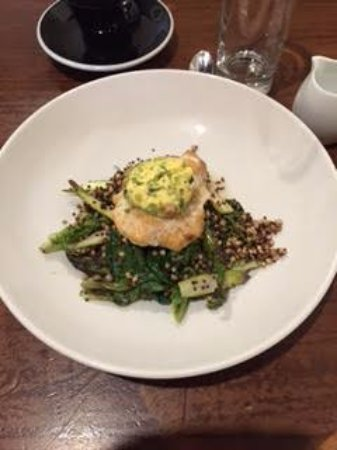 Ti Kouka Cafe: Fish on a bed of quinwah and greens with nettle broth