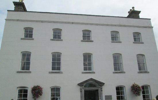Enfield, Irland: Eingangsbereich zum Hotel