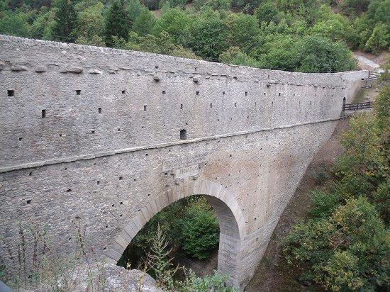 Aymavilles, Italia: Vista dall'esterno - lato uscita