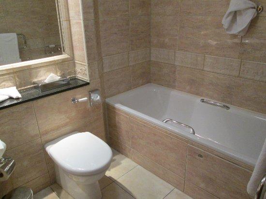 Enfield, Irlanda: WC, Badewanne