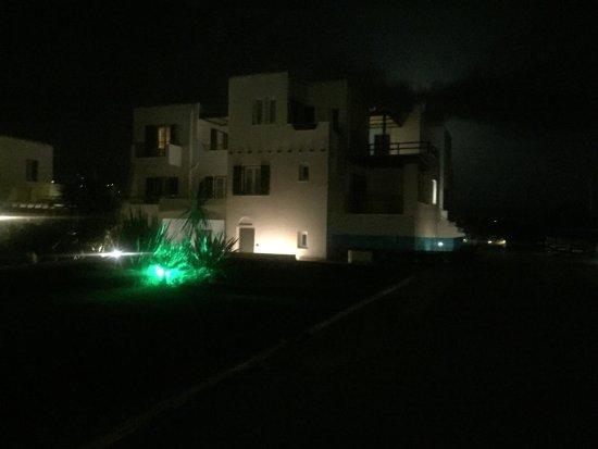 Princess of Naxos: Vue d'en haut Hotel et piscine de nuit  Petit balcon étage supérieur  Accueil  Jus d'orange frai