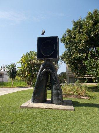 Pilar and Joan Miro Foundation in Mallorca : sculpt in the garden