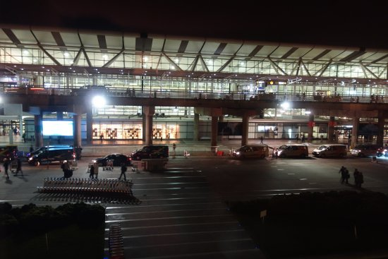 Holiday Inn Santiago Airport: View from my room of the terminal - super convenient!