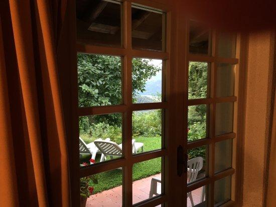 Armeno, Italia: La finestra sul lago