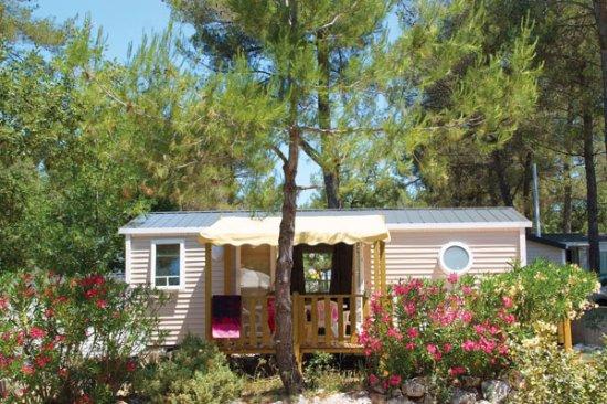 Nans-les-Pins, France : Hébergement