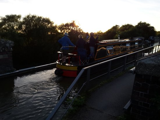 Cosgrove, UK: Barge Crossing the Iron Trunk