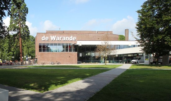Turnhout, Belgia: frontal picture of house of culture 'de Warande' - foto by Bart Van der Moeren