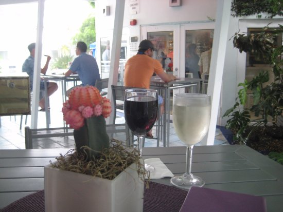 Orchid Key Inn: 'Happy Hour'