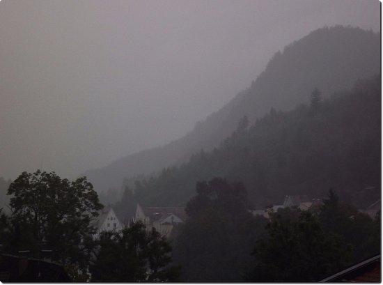 Hotel Frühlingsgarten: Even on misty morning the view is on ..
