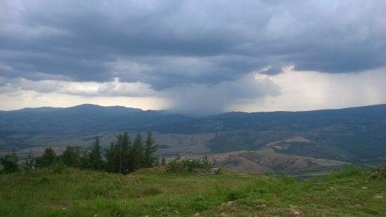 Radicofani, Italia: Arriva il temporale dalla Valle del Paglia