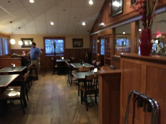 Macedon, NY: Flaherty's (Flag's) - dining room