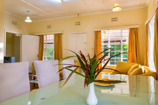 Cottage 2 Bed room, A sitting Area, Dinning, kitchenette