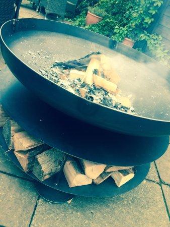 Adderbury, UK: New fire pit/BBQ