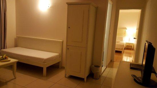 Komplette Ansicht der Suite mit Ankleidezimmer, Durchgang ...