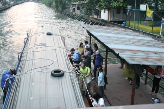 Unico Express Hotel: 運河ボート乗り場がすぐ横
