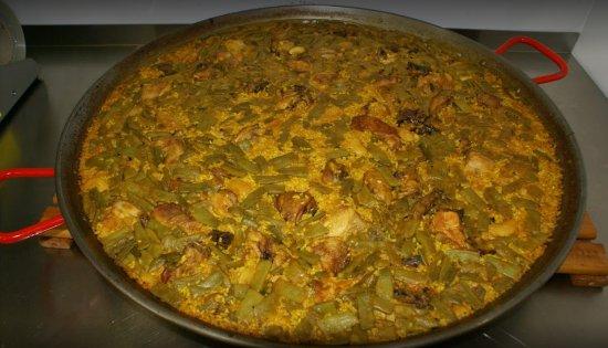 Chiva, Hiszpania: Excelente paella valenciana