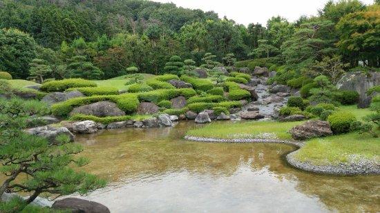 Itoigawa, Japan: 山を借景とする玉翠園
