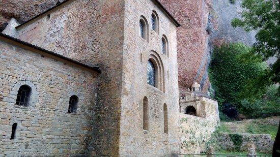 San Juan de la Peña: Fachada del monasterio viejo
