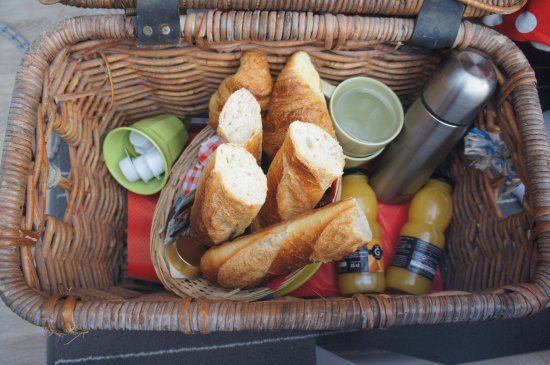 Quistinic, Francia: Petit dej bien garni :)