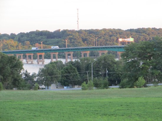 Super 8 Le Claire/Quad Cities: View from the hotel grounds