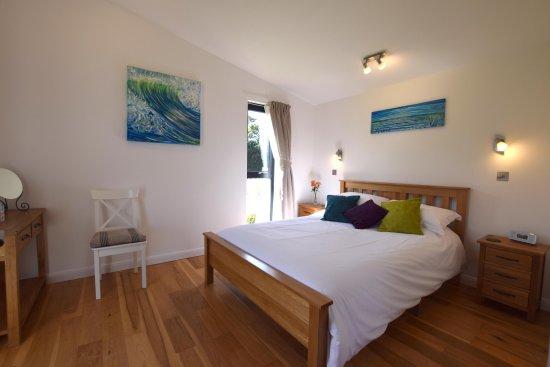 Braunton, UK: Bedroom overlooking the meadows.