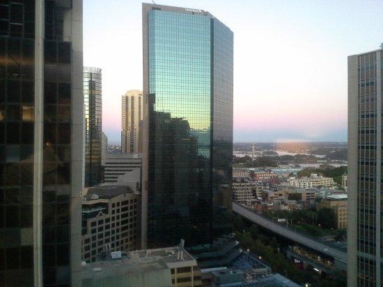 InterContinental Sydney: 6am looking out towards Circular Quay